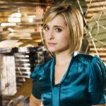 Chloe Sullivan Side Portrait Wallpaper