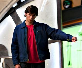 Clark Kent Catches Arrow Wallpaper
