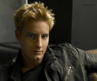 Justin Hartley As Oliver Queen Wallpaper