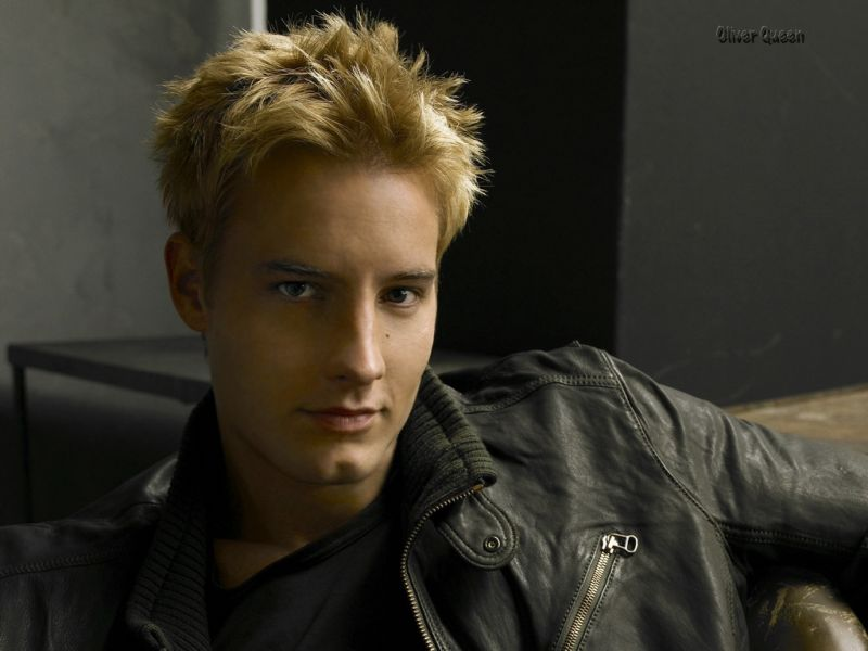 Justin Hartley As Oliver Queen Wallpaper 800x600