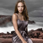 Kristin Kreuk As Lana Lang Sea Background Wallpaper