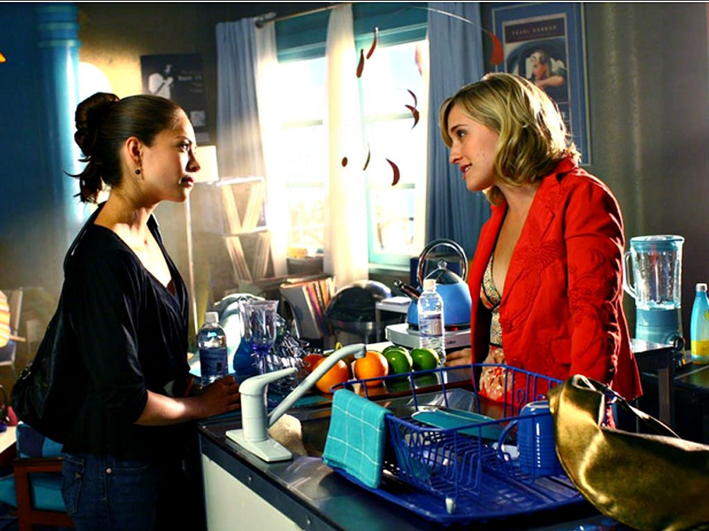 Lana Lang And Chloe Sullivan Wallpaper 1024x768