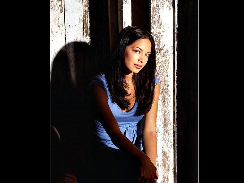 Lana Lang Portrait Light And Shadow Wallpaper 800x600