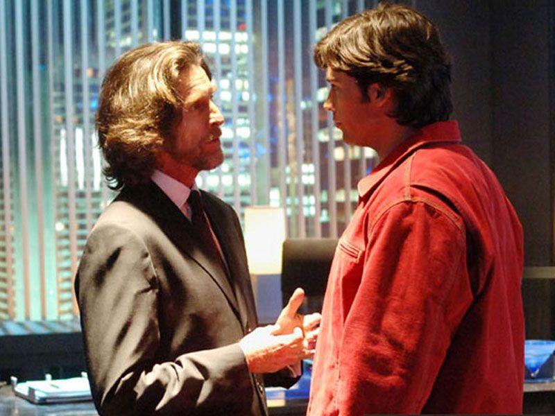 Lionel Luthor Talking To Clark Kent Wallpaper 800x600