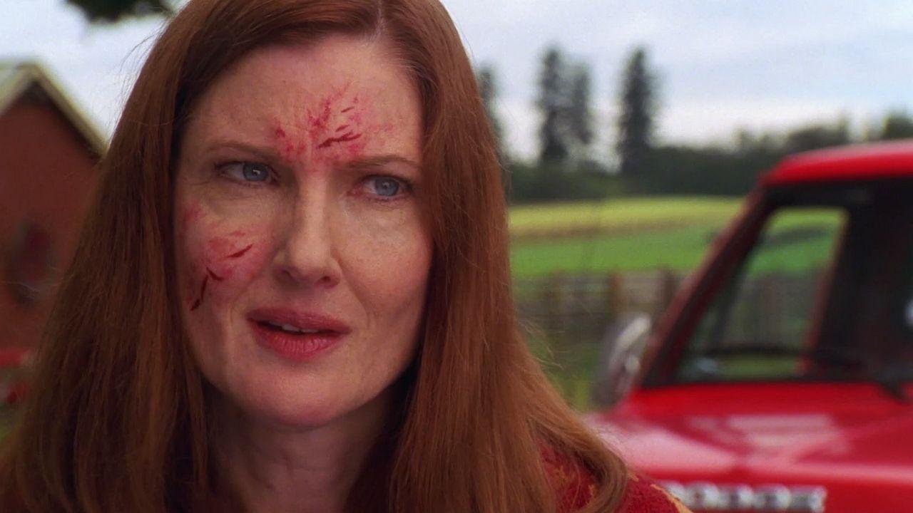 Martha Kent Injured Face Wallpaper 1280x720