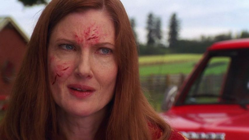 Martha Kent Injured Face Wallpaper 852x480