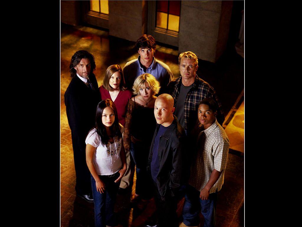 Smallville Cast Portrait Wallpaper 1024x768