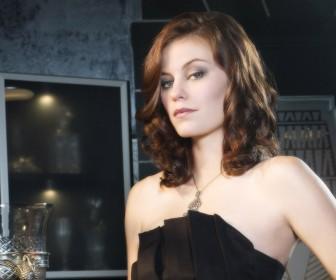 Tess Mercer Elegant Shot Wallpaper